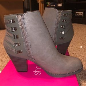 BRAND NEW Gray Booties